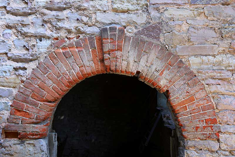 Old-Brickwork-Capstone